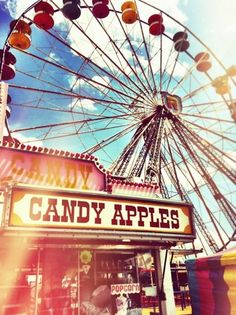 Candy apples and ferris wheel - vintage carnival or fair Summer Fair, Summer Of Love, Summer Time, Summer Swag, Summer 2015, Art Du Cirque, Fair Rides, Basin Design, Carnival Rides