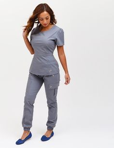 The Jogger Pant in Graphite is a contemporary addition to women's medical scrub outfits. Shop Jaanuu for scrubs, lab coats and other medical apparel. Vet Scrubs, Dental Scrubs, Medical Scrubs, Nursing Scrubs, Scrubs Outfit, Scrubs Uniform, Top Gris, Stylish Scrubs, Bleu Royal