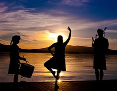 A sunset with music and dance. Scottish Highland Dance, Scottish Highlands, Scotland Culture, Country Dance, Celtic Culture, Men In Kilts, Edinburgh Scotland, Dance Pictures, Dance Art
