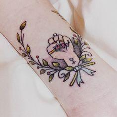 If I didn't already have a feminist tattoo in mind, I'd get something like this Tattoo Life, All Tattoos, Tattoos For Women, Fist Tattoo, Dessin Old School, Feminist Tattoo, Feminist Af, Feminist Symbols, Tatuaje Old School