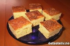 Vaniljesauskake Norwegian Recipes, Norwegian Food, Cornbread, Cake Recipes, French Toast, Cakes, Baking, Breakfast, Ethnic Recipes
