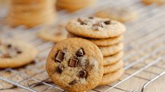 Chewy Chocolate Chip Chunk Cookies: Sink your teeth into these chewy chocolate chip chunk cookies using Karo® Corn Syrup. Every bite is full of chocolate flavor and chewy goodness. Chewy Chocolate Chip Cookies, Peanut Butter Cookies, Chocolate Flavors, Yummy Cookies, Homemade Popcorn, Homemade Desserts, Cupcake Recipes, Cookie Recipes, Sour Cream Coffee Cake