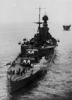 The British battle cruiser HMS Hood, which was sunk by the Bismarck on the 24th May 1941. Ww2 Pictures, Ww2 Photos, Bismarck Battleship, Pearl Harbour Attack, Hms Hood, Capital Ship, Naval History, Navy Ships, Submarines