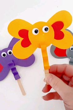 Craft Stick Heart Elephant Craft – Kid Things: Valentine's Day – Kreativ Animal Crafts For Kids, Summer Crafts For Kids, Paper Crafts For Kids, Craft Activities For Kids, Craft Stick Crafts, Fun Crafts, Art For Kids, Craft Sticks, Craft Work For Kids