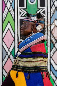 Lifestyle, Culture, Landscapes, Cityscapes, Wildlife & Travel – Portrait of Esther Mahlangu – Photo Tours South African Art, African Safari, African Beauty, African Fashion, African Colors, African Patterns, African Textiles, African Crafts, Tribal People
