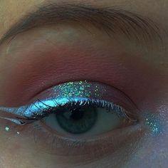 Gorgeous holo eyeliner