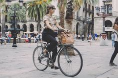 Carolina Iriarte on bicycle • http://www.freundevonfreunden.com/slider/carolina-iriarte/