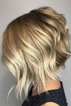 Wavy hair styles are extremely popular nowadays, and there is no wonder why as they are so effortlessly gorgeous. See our collection of wavy hairstyles on any hair length. #hairtype #wavyhair #hairstyles