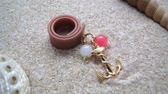 Pinelopi Handmade ring made of brown rubber, gold anchor, pink and white glass beads.