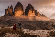 The iconic lime-stone formations in parco naturale Tre Cime - just one beautiful location to elope in the Dolomites! Freedom In The World, Elope Wedding, Elopement Wedding, Wedding Bells, Adventure Couple, Mountain Elopement, Helicopter Tour, South Tyrol, Us National Parks