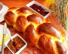 chałka, bułka, śniadanie, domowe wypieki Sweet Recipes, Cake Recipes, Food Cakes, Sauerkraut, How To Make Bread, Cake Cookies, Food And Drink, Cooking Recipes, Sweets