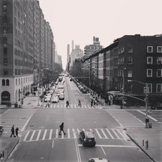 Colors are out but the view from @highlinenyc is great!  #nyc #newyorkcity #newyork #highline #highlineparknyc #park #streetphotograhy #citylife #overview #street #blackandwhite #gotham #pedestrian #travel #iloveny