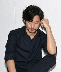 『at Homeアットホーム』竹野内豊/photo:Ryo Uchida Japanese Hairstyle, Japanese Men, Pose Reference, Gorgeous Men, Beautiful, Korean Actors, Actors & Actresses, How To Look Better, Hair Cuts