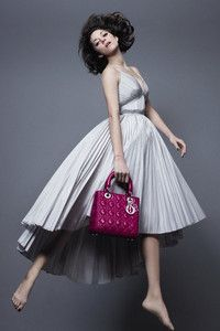 First look: Marion Cotillard stars in new Lady Dior campaign. Shot by Jean-Baptiste Mondino. First look: Marion Cotillard stars in new Lady Dior campaign Marion Cotillard, Sac Lady Dior, Fantasy Fashion, Christian Dior, Dior 2014, Dior Handbags, French Actress, Editorial Fashion, Fashion Trends