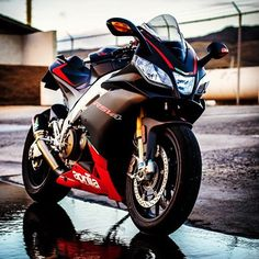 """Double tap for Aprilia @trevorjolinphoto""                                                                                                                                                                                 Mais"