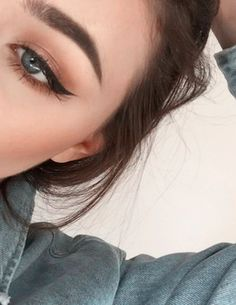 Pinterest: ☾OohmyJupiterr cat eye natural makeup perfect brows