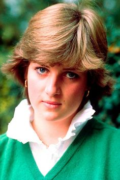 Lady Diana Spencer photo first published in newspaper on 16 September 1981 so I am guessing the photo was taken the day before. If you can quote a source with ;information please post.(If only she had known about camilla! Princess Diana Photos, Princess Diana Fashion, Princess Diana Family, Princes Diana, Princess Of Wales, Lady Diana Spencer, Spencer Family, All Hairstyles, Celebrity Hairstyles