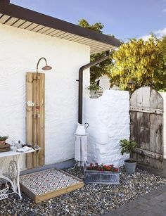 Pay attention on design of the tiles in the shower, and the gate, which actually looks like it becomes from ancient times. Even uneven wall of the house is reminiscent of the past days that can be saved in only this way, the decoration of modern homes in this style.