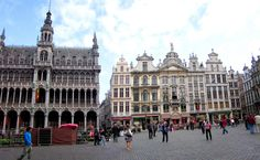 On the left: The Maison du Roi (King's House), or Broodhuis (Breadhouse).  On the right: Guildhalls  Brussels, Belgium '09