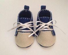 Scarpine in feltro per neonato fatte a mano! • Madewithstefishands di SteffiStore su Etsy