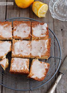 Brownie de chocolate blanco y glaseado de limón - Directo Al Paladar