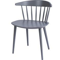Pinnstol J104 från Hay är formgiven av Jørgen Baekmark. Grundidén bakom stolen v...