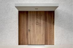 Pedevilla Architects, Bruneck, Wohnhaus am Mühlbach in Taufers, Südtirol, Italien, 2014, Ansicht Außenraum, Eingangsportal, Foto Gustav Willeit