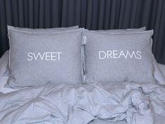 miziajki - pościel z dresu i nie tylko. Komplet poduszek - SWEET DREAMS NA SZARYM.