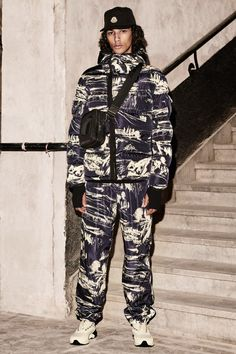 The complete Moncler 2 1952 Fall 2018 Ready-to-Wear fashion show now on Vogue Runway. Mens Fashion Week, Runway Fashion, Fashion News, Milan Fashion, Moncler, Autumn Fashion 2018, London, Fashion Show Collection, Live Fashion
