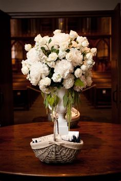 Big & beautiful all white floral arrangement by eventsinbloom.com, Photography by cbaileyphotography.com