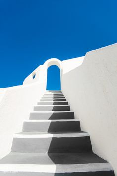 Stairway in Santorini, Greece Small Canvas Art, Diy Canvas Art, Simple Canvas Paintings, Mini Canvas, Painting Inspiration, Art Inspo, Arte Sharpie, Sharpie Wall, Aesthetic Painting
