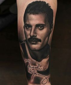 Get to witness the most amazing Freddie Mercury tattoos and deisgns here. We have the most splendid art styles that will tell you all the meaning of Freddie Mercury tattoos meaning Tatouage Freddie Mercury, Freddie Mercury Tattoo, Queen Freddie Mercury, Drug Tattoos, Creepy Tattoos, Hand Tattoos, Cool Tattoos, Tattoo Fonts, I Tattoo