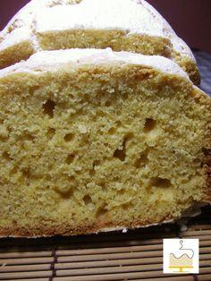 Fatia de bolo de fuba com mel e alfazema http://www.deliartcakecreations.com/2012/10/bolo-de-fuba-mel-e-alfazema.html