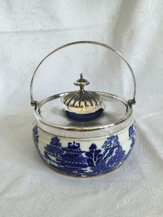 ♥ ~ ♥ Blue and White ♥ ~ ♥ Blue Willow Short Biscuit Barrel Cookie Jar