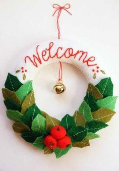 Diy felt christmas wreath tutorial and free templates felt wreath, xmas cra Homemade Christmas, Diy Christmas Gifts, Christmas Projects, All Things Christmas, Christmas Time, Christmas Christmas, Felt Christmas Decorations, Xmas Wreaths, Felt Christmas Ornaments