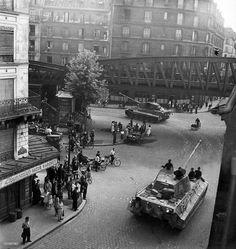 """bedirtam: """" Konigstigers in Paris 1944 """""""