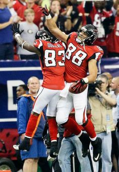 051cae0f Gonzalez celebrates his touchdown with Falcons wide receiver Harry Douglas  against the Seattle Seahawks on Jan