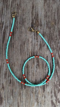 Turquoise Red Gold Beaded Choker, Blue Seed Bead Choker, Minimal Choker, tiny be. Beaded Choker Necklace, Seed Bead Necklace, Seed Bead Jewelry, Beaded Rings, Diy Necklace, Beaded Bracelets, Diy Jewelry, Necklace Ideas, Jewelry Necklaces