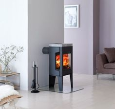 Stunning small gas heating stoves and high resolution small wood fireplace 1 small gas fireplace stove Small Gas Fireplace, Stove Fireplace, Wood Fireplace, Fireplace Facing, Gas Fireplaces, Fireplace Ideas, Wood Burning Stove Corner, Corner Stove, Modern Stoves