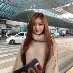South Korean Girls, Korean Girl Groups, Korean Medium Hair, Rapper, Asian Eye Makeup, Homo, Modern Hairstyles, Japanese Hairstyles, Asian Hairstyles