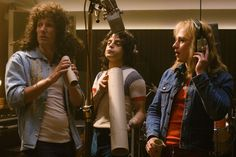 'Bohemian Rhapsody' movie explores the making of legendary band Queen – Cinema Bravo Ben Hardy, Freddie Mercury, Dramas, Best Picture Winners, Queen Movie, Roger Taylor, Real Queens, Rami Malek, We Will Rock You