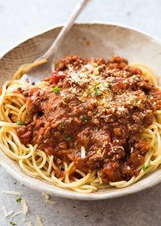 A thick, rich Bolognese with great depth of flavour. Made in just 30 minutes, this is a Spaghetti Bolognese you'll make over and over again. Bolognese Recipe Giada, Best Spaghetti Bolognese Recipe, Sauce Spaghetti, Spaghetti Recipes, Spaghetti Squash, Pasta Recipes, Simple Spaghetti Recipe, Spaghetti Bolognese, Noodles