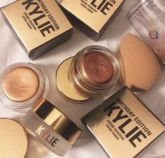 KYLIE COSMETICS ⇢ COLLECTION ⇢ LIMITED EDITION ⇢ 2016 BIRTHDAY COLLECTION ⇢ crème single eyeshadow