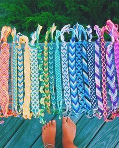 We could make cute bracelets out of natural dyed thread! Homemade Bracelets, Diy Bracelets Easy, Summer Bracelets, Bracelet Crafts, Braclets Diy, Thread Bracelets, Embroidery Bracelets, Beaded Bracelets, String Bracelets