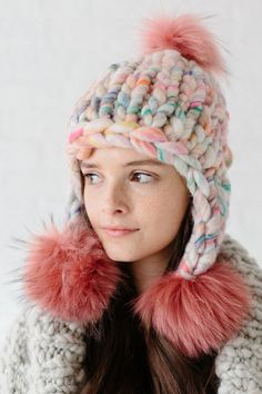 Looking for the perfect one skein hat pattern? The Pom Bomb Hat pattern by Knit Collage is the perfect cozy wool hat for those cozy cold days! Knit with our our chunky and thick Wanderlust yarn (color Frolic shown here), this pom pom hat knits up quickly. Easy Knit Hat, Knitted Hats, Crochet Hats, Wool Hats, Chunky Knitting Patterns, Knitting Yarn, Sombrero A Crochet, Pom Pom Hat, Pom Poms