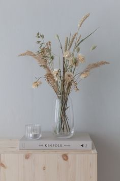 Flowers of the field: types, species and decoration ideas - Home Fashion Trend Dried Flower Arrangements, Flower Vases, Dried Flower Bouquet, Dried Flowers, Deco Nature, How To Preserve Flowers, Elle Decor, Home Decor Inspiration, Home Interior Design