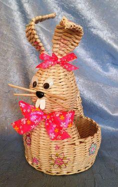 (15) Одноклассники: Newspaper Basket, Newspaper Crafts, Paper Weaving, Weaving Art, Sun Paper, Paper Art, Willow Weaving, Basket Weaving, Weaving Designs