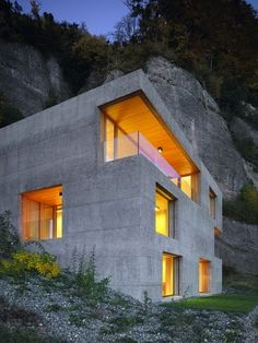 Concrete House. Great idea for energy efficiency in a home! Plus they look awesome!
