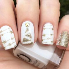 71 Christmas Nail Art Designs & Ideas for 2019 Glam Gold Christmas Nails Xmas Nail Art, Christmas Gel Nails, Christmas Nail Art Designs, Holiday Nails, Gold Christmas, Christmas 2019, Holiday Makeup, Winter Christmas, Nail Art For Christmas