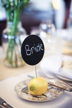 Such a cute placecard idea! Can you imagine how amazing the venue would smell with all that citrus? :)